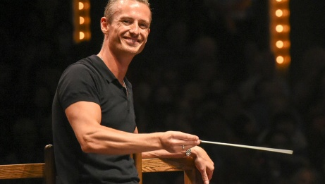 Alexander Shelley, Music Director, NAC Orchestra{/exp:low_replace}   Fred Cattroll