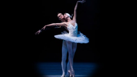 Dmitry Semionov and Sangeun Lee in <em>Swan Lake</em>. | Ian Whalen